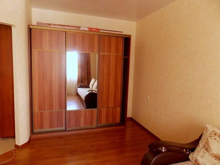 Предлагаем для долгосрочной аренды в Ставрополе  1 - комнатная квартира по адресу Рогожникова 13,Севастопольский, ремонт косметический,кухонный гарнитур, шкаф-купе, мягкая мебель, общей площадью 40 кв.м, дом Новый кирпич, Индивидуальное отопление, Газ-плита, наличие бытовой техники - стиральная машина (+), холодильник (+), телевизор (+),парковка стихийная, номер объявления - 36112, агентствонедвижимости Апельсин. Услуги агента только по факту заключения договора.Фотографии…