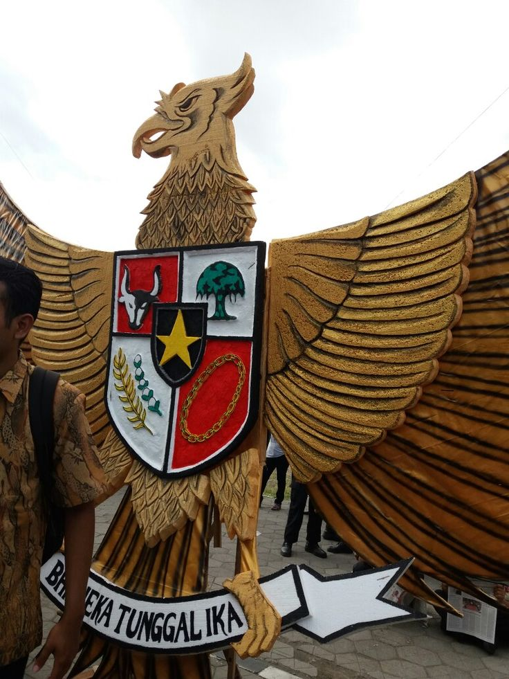 Big Garuda was at the celebration of the birth of Pancasila, 1st June 2017 at the Pagelaran of Kraton Ngayogyakarta. I took this picture with my smart phone.