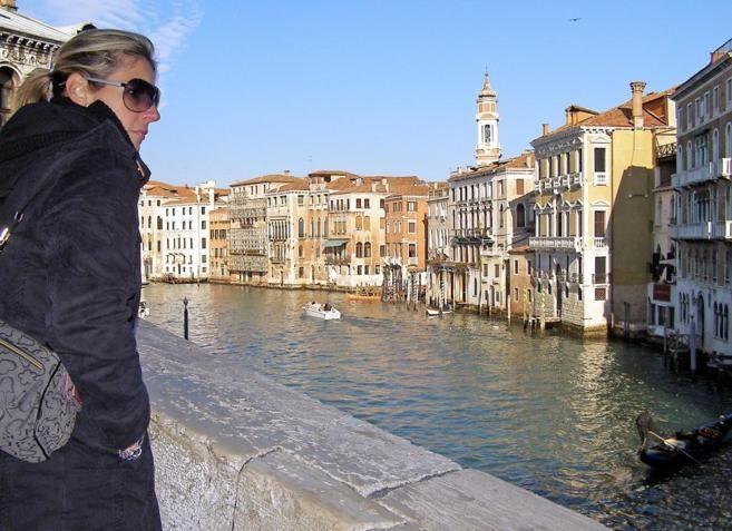 Prohibido Arrastrar Maletas Con Ruedas Por Venecia
