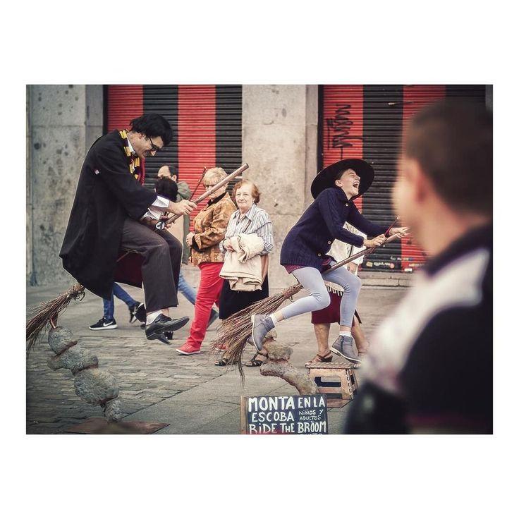 Monta en la escoba _ Ride the broom imarchi      #puertadelsol #sol #escoba #broom #harrypotter #streetphoto #people #citylife #composition #streetlife #streetphotographer #madridmemola #madrid #igersmadrid #ig_madrid #themadridbible #loves_madrid #madridmola #instamadrid #realpeople #daylife #streetphotography #street #spain #españa #hogwarts #everybodystreet #urbanlife #inspiramemadrid Imarchi photography  See it in Instagram http://ift.tt/2ytkueJ imarchi imarchi.com Madrid Spain España…