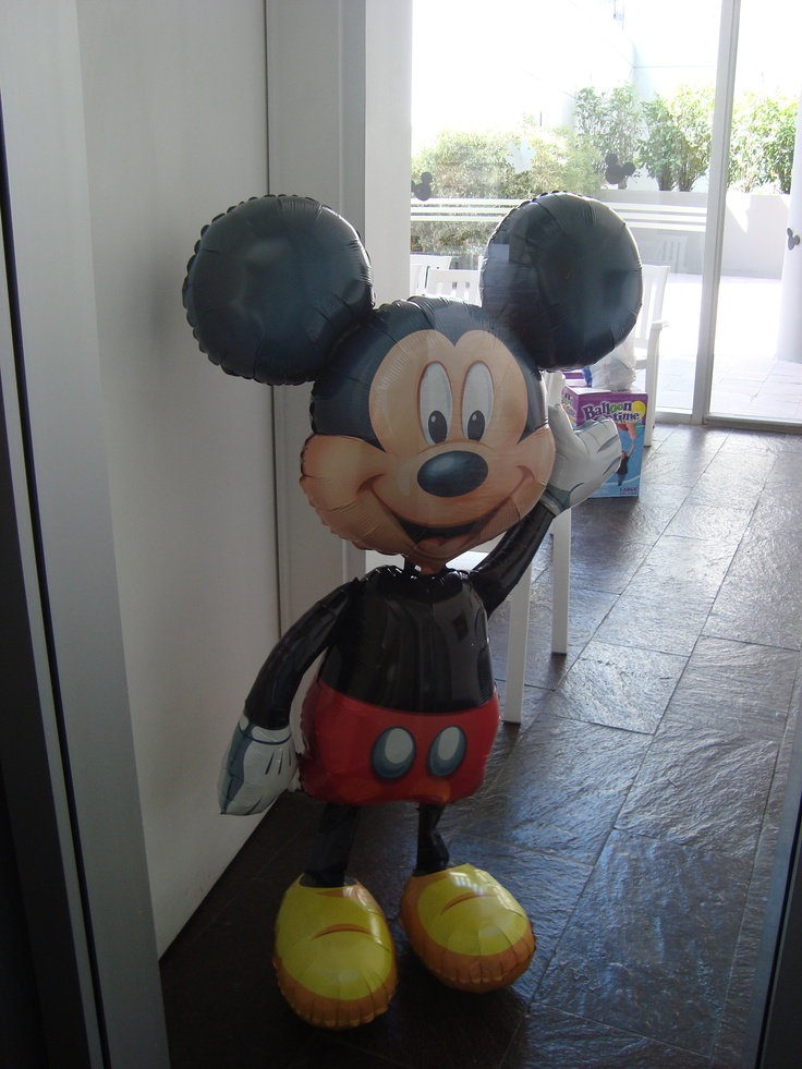Mickey te saluda