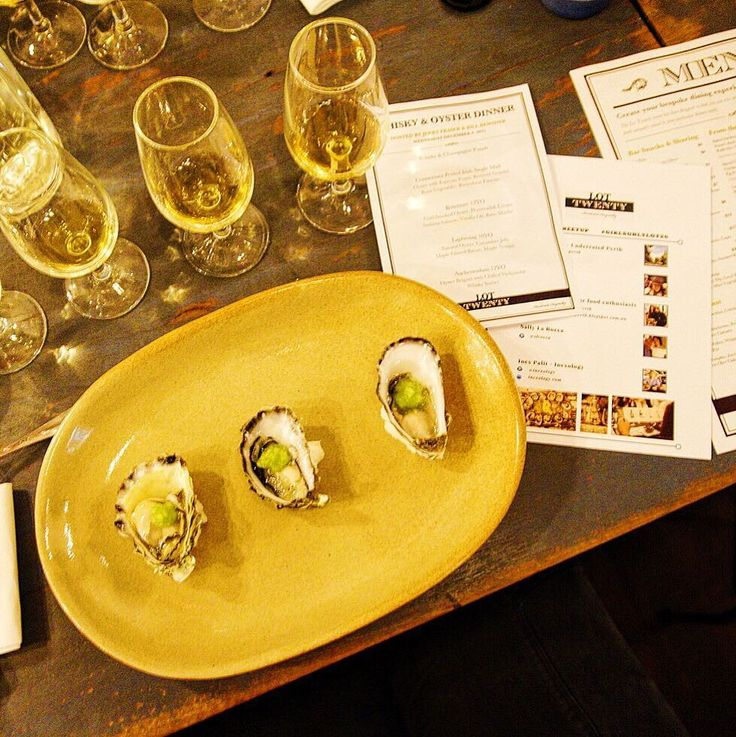 Amazing night for #lot20meetup #girlsonlylot20  thank you @grace_mcgurk for arranging it!  I tried to shuck an oyster tonight  and learnt a lot about whiskeys  // Time to drink more whiskeys  by inexology