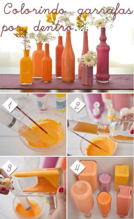 """Faça você mesmo: Colorir garrafas   Potes de alimentos em conserva, garrafas antigas e até mesmo vasos podem ser utilizados para esta """"arte"""". Pintando as garrafas internamente você não tira o aspecto de brilho do viro. Mãos a obra!  (1) Para ficar mais fácil, use a seringa para colocar tinta dentro da garrafa. (2) Espalhe a tinta girando a garrafa continuamente até que esteja toda pintada. (3) O ideal é secar de cabeça para baixo para eliminar o excesso de tinta.      FONTE: Bula da…"""