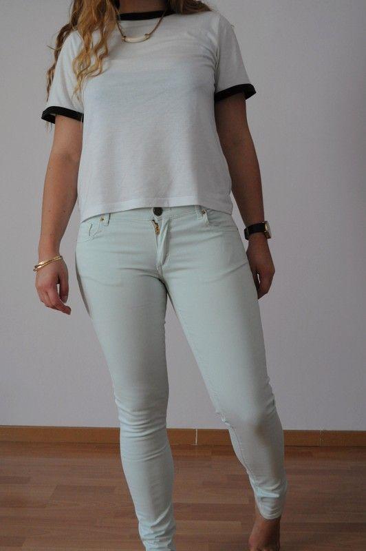 - Slim couleur pastel vert d'eau - trés moulant - deux poches avant, deux poches arrières - taille basse - deux zip aux ch...