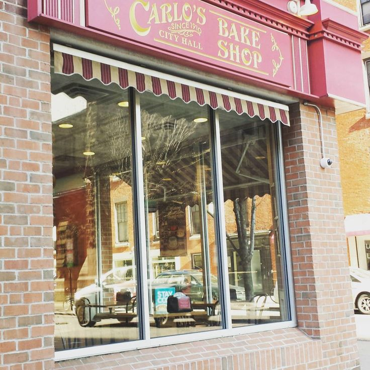 Finally made it to a Carlo's Bakery! I've been a huge fan of the show Cake Boss for years and finally had a chance visit their location in Philadelphia.  #carlosbakery #carlosbakeryphiladelphia #cakeboss #travel #travelgram #instafood #foodie #bakery #philadelphia #philly #hometown #delicious #dessert #instadaily #photooftheday #instaphilly