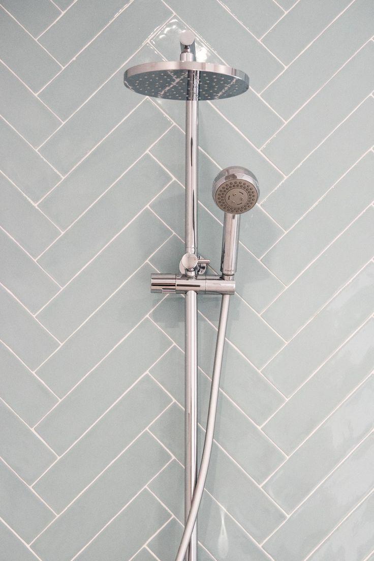 Three Birds Renovations House 6 Caroma Urbane Multifunction Rail Shower with Overhead #Lanasforeverhome #bathroominspo #bathroomreno #design #interiors #styling #caroma