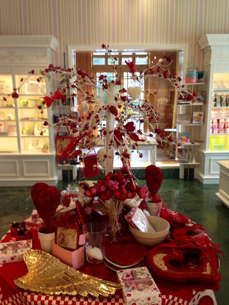 Valentine's Day decor. | Valentines Day Decor Ideas ...