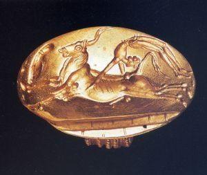 Anello d'oro con sigillo raffigurante taurocatapsia, XVI sec. a. C., civiltà minoica (periodo neopalaziale), da Cnosso. Oxford, Ashmolean Museum