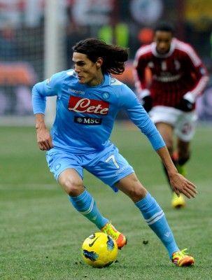 10 najdrożej wycenianych piłkarzy na świecie - T10 - yceniony na 55 mln €. Jedyny przedstawiciel włoskiej Serie A w pierwszej 10 najdrożej wycenianych zawodników. 26-letni reprezentant Urugwaju, posiadający również obywatelstwo włoskie. Napastnik, który w minionym sezonie strzelił 29 goli i został królem strzelców włoskiej ekstraklasy. ... więcej na: http://topdycha.pl/najdrozej-wyceniani-pilkarze-na-swiecie/