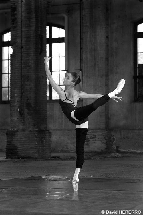 Attitude Croise derrière | Ballet (My Art, My Life ...