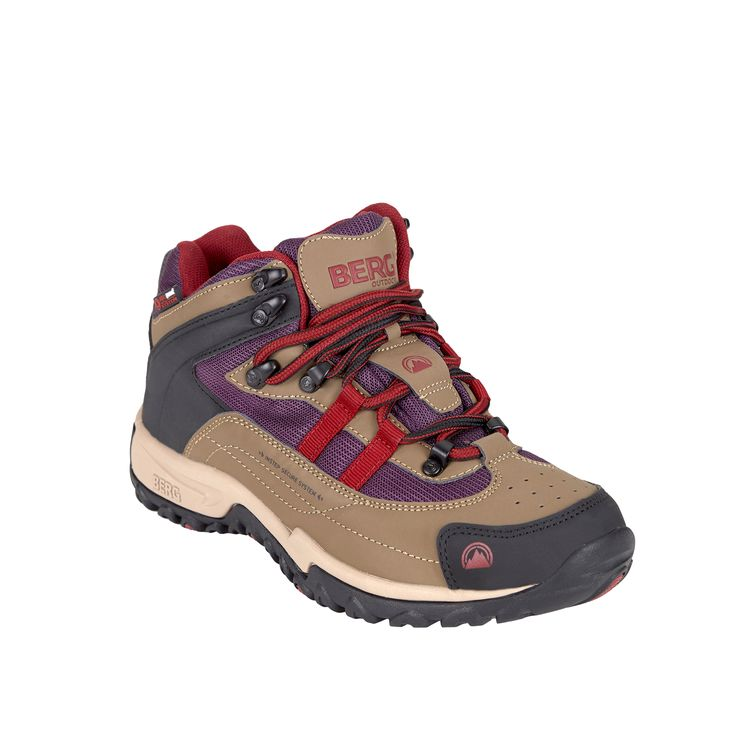 This waterproof mid boot guarantees an excellent traction on slippery grounds, perfect to wear on rainy days in town.