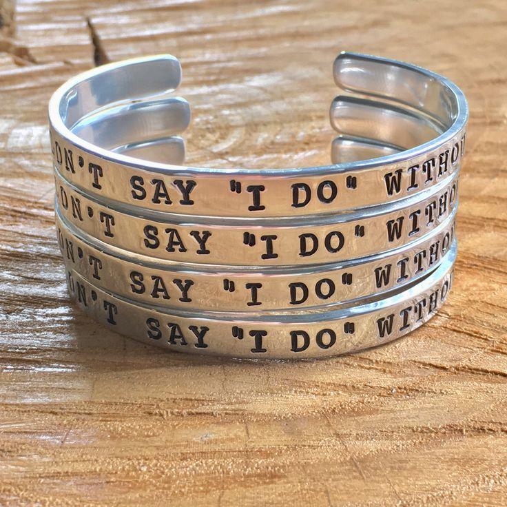 """Vraag jouw getuige met een bijzondere armband met jouw eigen tekst! Ook leuk als bedankje voor of na de bruiloft. I couldn't say """"I do"""" without you!"""