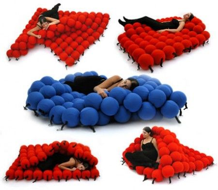 This contemporary seating system changes positions according to your movements. 120 high-density soft balls are covered in elastic fabric and are firmly connected through flexistring, which allows you to relax in numerous positions.