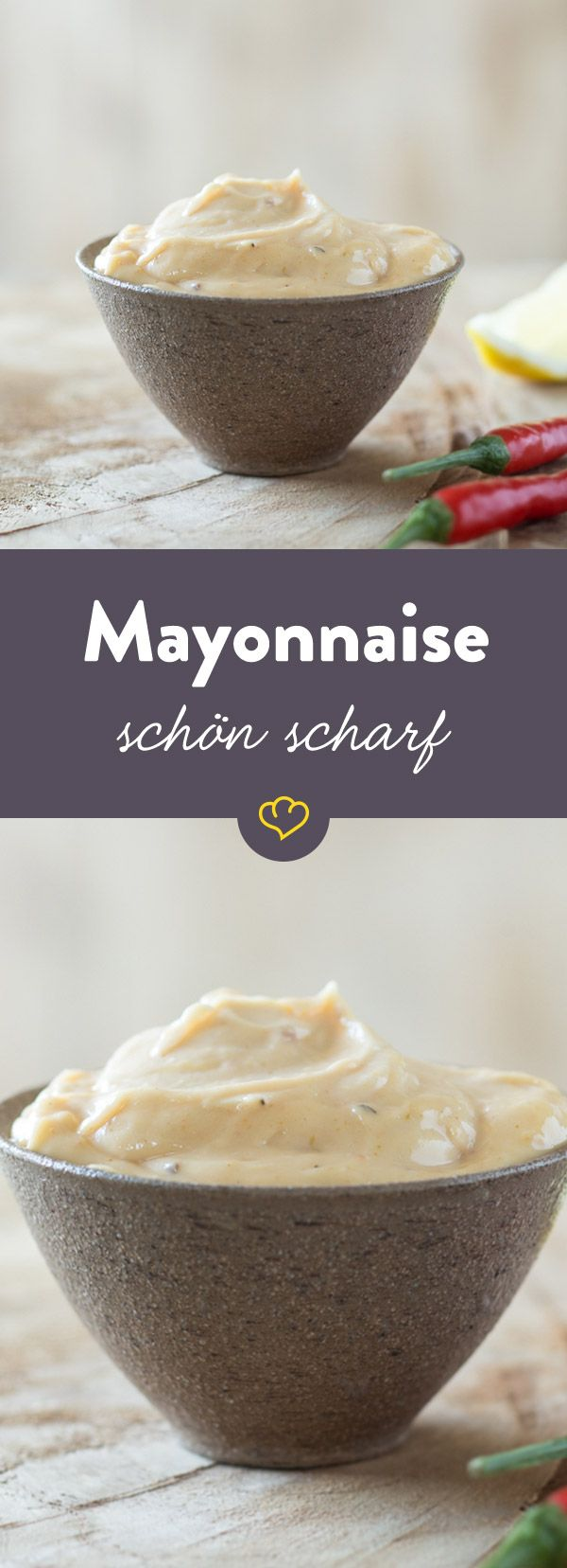 Normale Mayo ist dir zu laff? Hier sorgen Senf und Sambal Oelek für eine selbstgemachte Mayonnaise mit ordentlich Feuer.