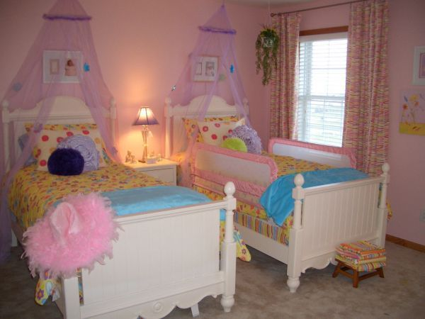 Pretty little girls bedroom ideas for their beautiful for Twin girls bedroom ideas