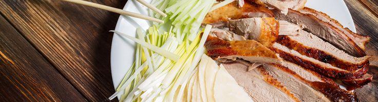 Traditioneel wordt de eend gehangen aan zijn nek, geroosterd. De enige overeenkomst met de eendenborst in dit recept is de marinade...