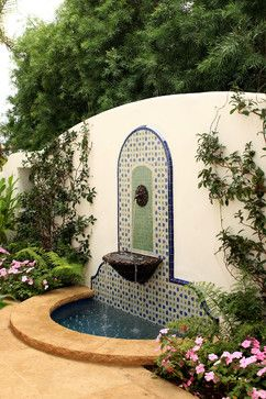 El agua, fundamental en los patios españoles** Spanish Courtyards Homes Design Ideas, Pictures, Remodel, and Decor