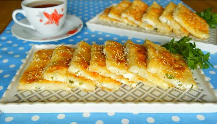 5 adet hazır yufka ile hazırlanan ve her katında ayrı bir lezzet alacağınız Sodalı Yufka Böreği Tarifi, Evdeki Pastane sayfamızda beğenilerinize sunulmuştur. Peynirli olarak verilen tepsi bö…