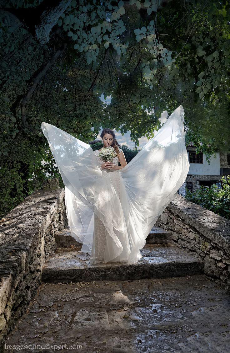 light and shadow bride dress -  portret mireasa, angel bride portrait