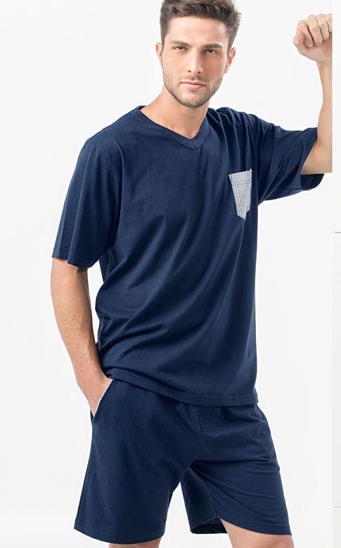 Ref. 7460 -  Camiseta meia malha em algodão de gola v com bolso listrado, fazendo par com Bermuda de detalhe no bolso interno de tricoline listrado com vista externa. http://www.mixtepijamas.com.br/
