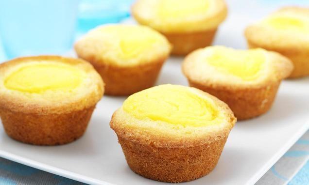Pudding cakejes                              -                                  Romige cakejes gevuld met een heerlijke puddingvulling.