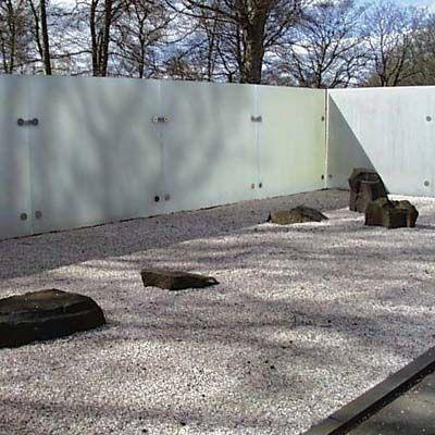 KONSTHALLEN HISHULT trädgårdsanläggning/ zen-style garden with glass wall by Kastrup Sjunnesson architects