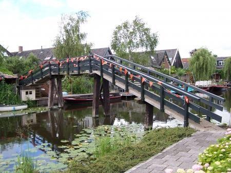 Voetbrug in Broek op Langedijk