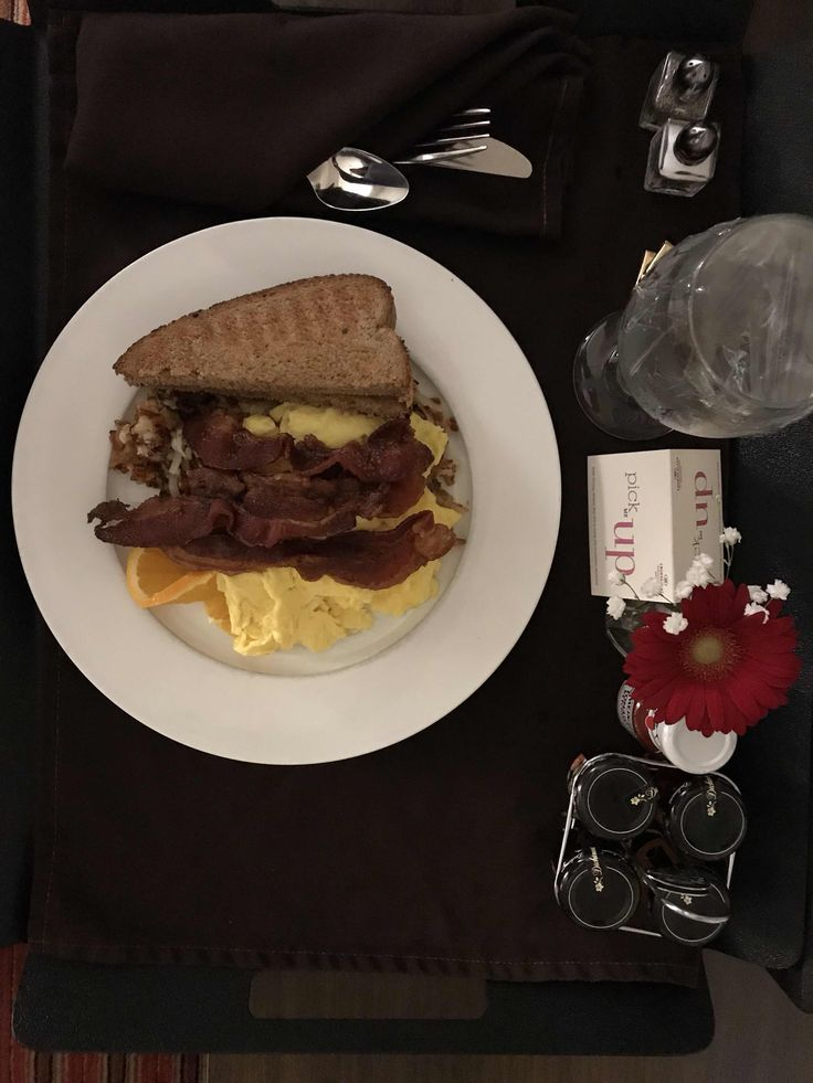 Chicago Foodie Sisters Room Service At Crowne Plaza Downtown Indianapolis In 2020 Food Foodie Room Service