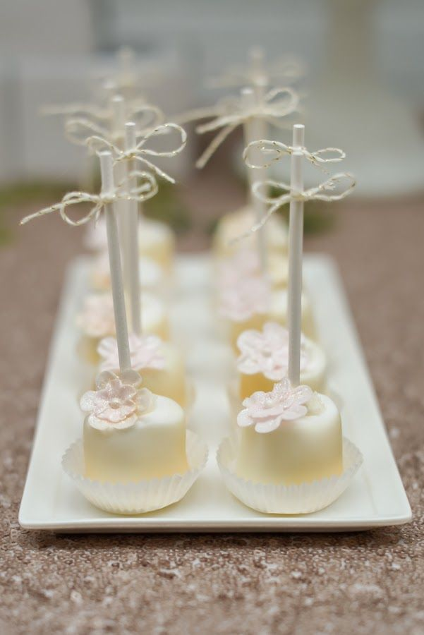 White Floral Topped Marshmallow Pops