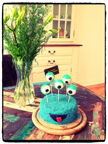 Das ist doch mal ein 'Monster' Hingucker! Lustig-leckerer Kuchen in schrillem Blau, der so verrückt aussieht wie er lecker schmeckt! (Cool Cake)