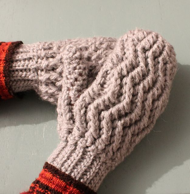 Fun, warm, quick and easy to make. These easy to make mitts will brighten even the coldest winter day.  Ravelry: Waves Mitts pattern by Thomasina Cummings Designs  #tcdesignsuk #handmade #crochet #mmmakers