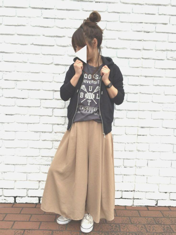 GU富士宮店✴︎WAKAさんのコーディネート ベージュ スカンツ パーカー Tシャツ スニーカー