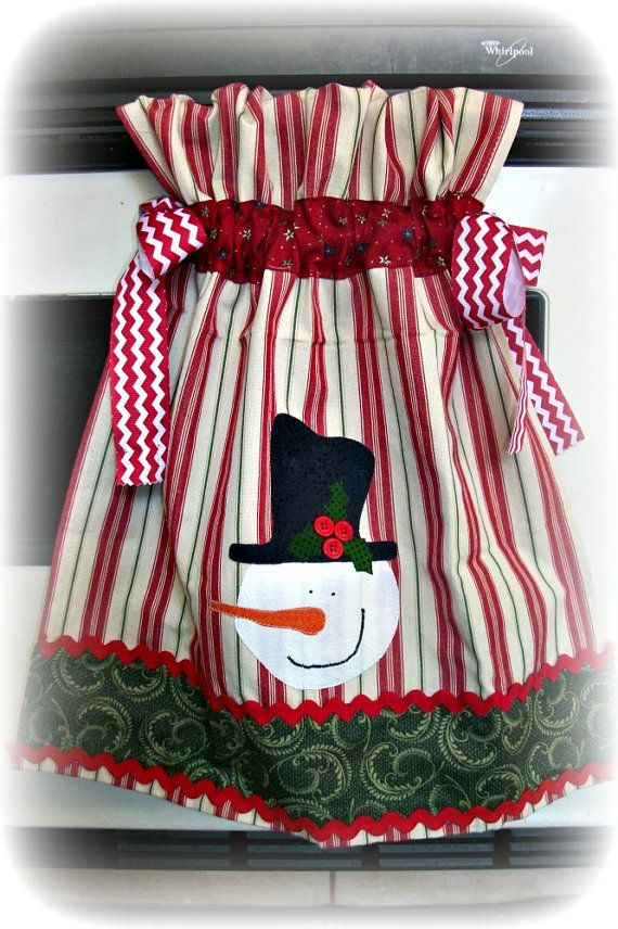 Gathered over the oven door  appliqued Snowman by mimisneedle, $12.50