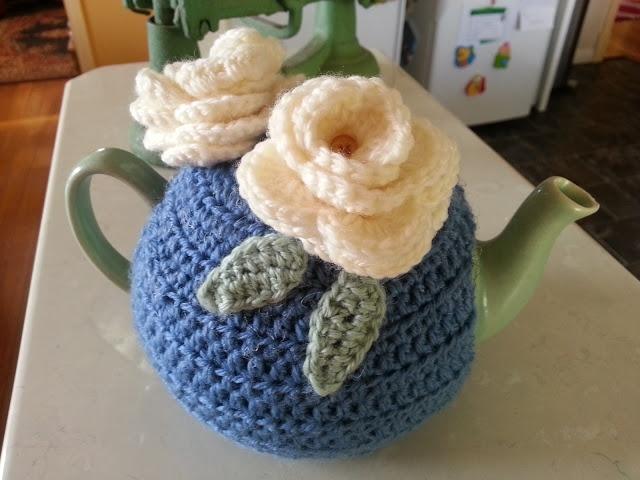 A special present - crochet tea cosy