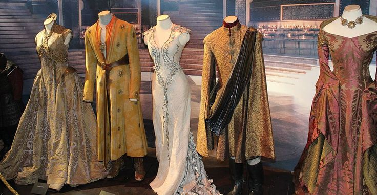 1024px-Game_of_Thrones_Oslo_exhibition_2014_-_Royal_court_costumes.jpg (1024×531)