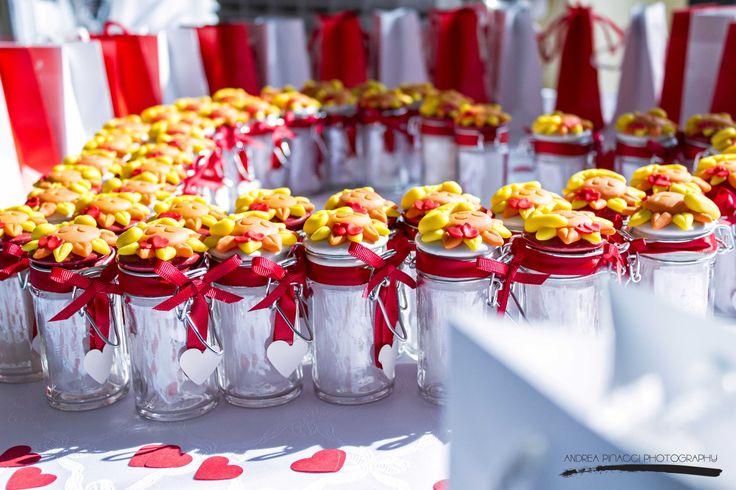 Bomboniere personalizzate create su misura per la cliente. Taylormade wedding favor #tiamotisposo#red#weddingplannermilano#weddingplanneritaly#matrimoniomilano#rosso#orange#yellow#weddingfavor#bombonierematrimonio# @Andrea Pinacci
