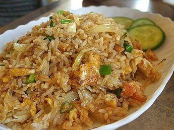 Gebratener Reis oder Khao Pat ist ein einfaches und leckeres Gericht.   – chinois