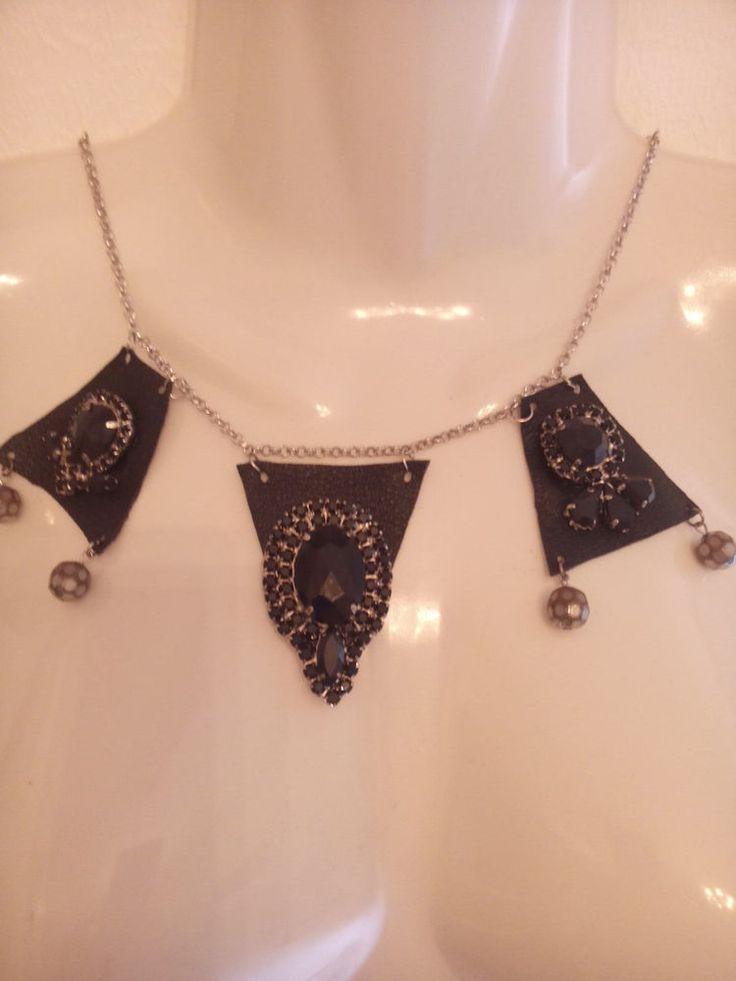 Collana hand made di pelle e pietre nere,color argento