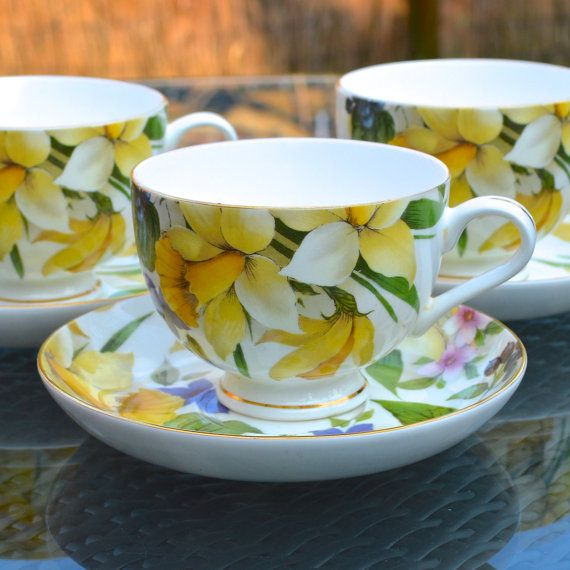 English Breakfast Teacup and Saucer - Bone China Staffordshire England - Spring Flowers - Yellow Daffodils - Large English Cup