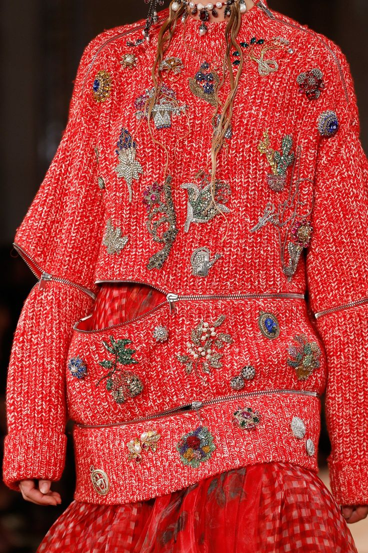 Alexander McQueen Spring 2018 Ready-to-Wear Collection Photos - Vogue