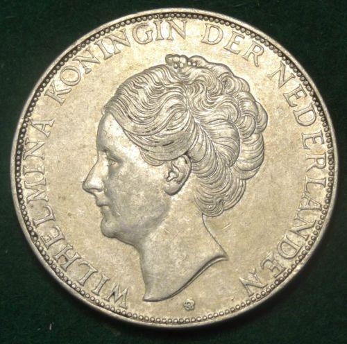 1932-The-Netherlands-2-1-2-Gulden-Wilhelmina-GROF-HAAR-RARE-Prachtig-patin-AU