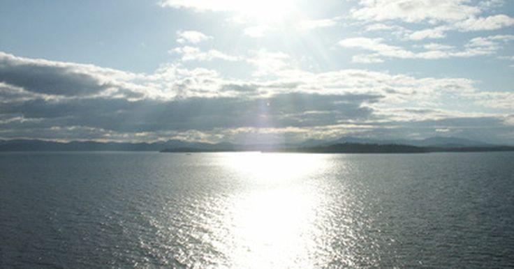 """Cabanas remotas de férias no Alasca. O Alasca é conhecido como """"A Última Fronteira"""", e é fácil de entender por quê. O estado tem um quinto do tamanho dos Estados Unidos continental, mas uma população de somente 640 mil residentes. Com algumas das melhores pescarias do mundo e vida selvagem em abundância, é fácil encontrar acomodações em cabanas remotas no Alasca."""
