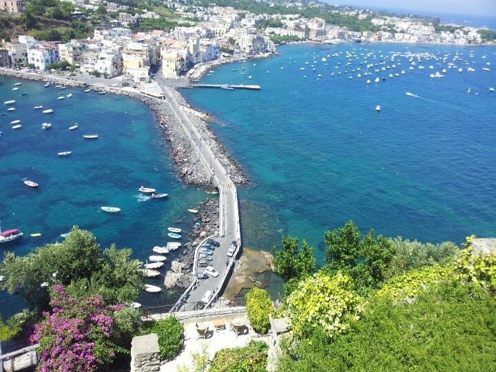 Dalle terrazze del Castello Aragonese, a Ischia Ponte