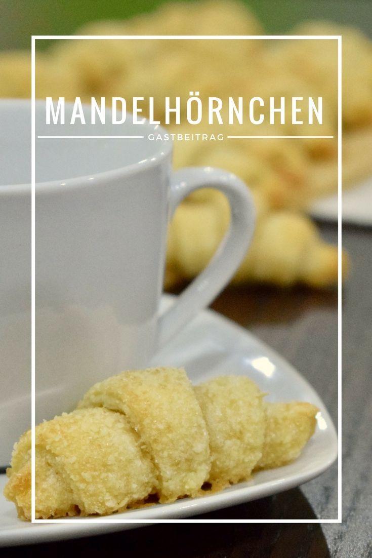 Mandelhörnchen sind wunderbare Begleiter für die Kaffeetafel. Keine Plätzchen, aber auch kein Kuchen. Mitgebracht hat sie Andi von Kochjunkie für unseren Bloggeburtstag