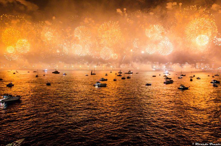 Fireworks at Copacabana Beach by Ricardo Frantz on 500px