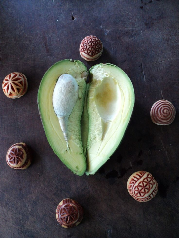 24 best images about Avocado Seed Carving - גילוף בגרעיני ...