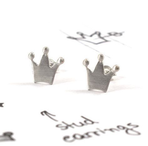 Crown earrings sterling silver corona stud earrings by Akatergasto