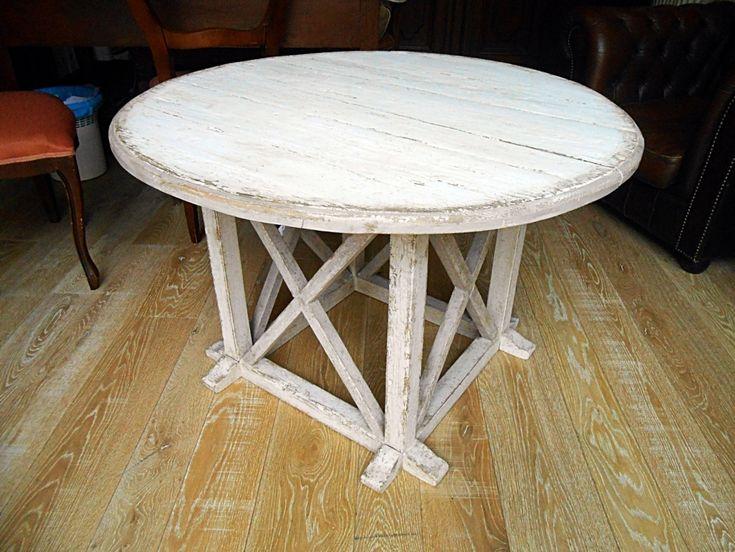 Tavolino da fumo rotondo, realizzato in pioppo antico, decapato. Modello belga
