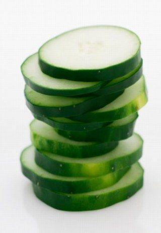 Ratet mal, wie viele Kalorien 200 Gramm Gurke haben. 100 kcal vielleicht? Oder um die 80 kcal? Falsch, es sind ca. 24 kcal. Super wenig...
