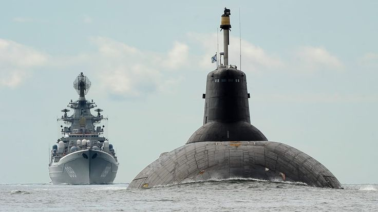 Largest and heaviest surface combatant warships heavy nuclear cruiser Pyotr Velikiy and the the largest submarine in the world in active service Dmitriy Donskoy in Gulf of Finland 24 july 2017 [OS][1198674]